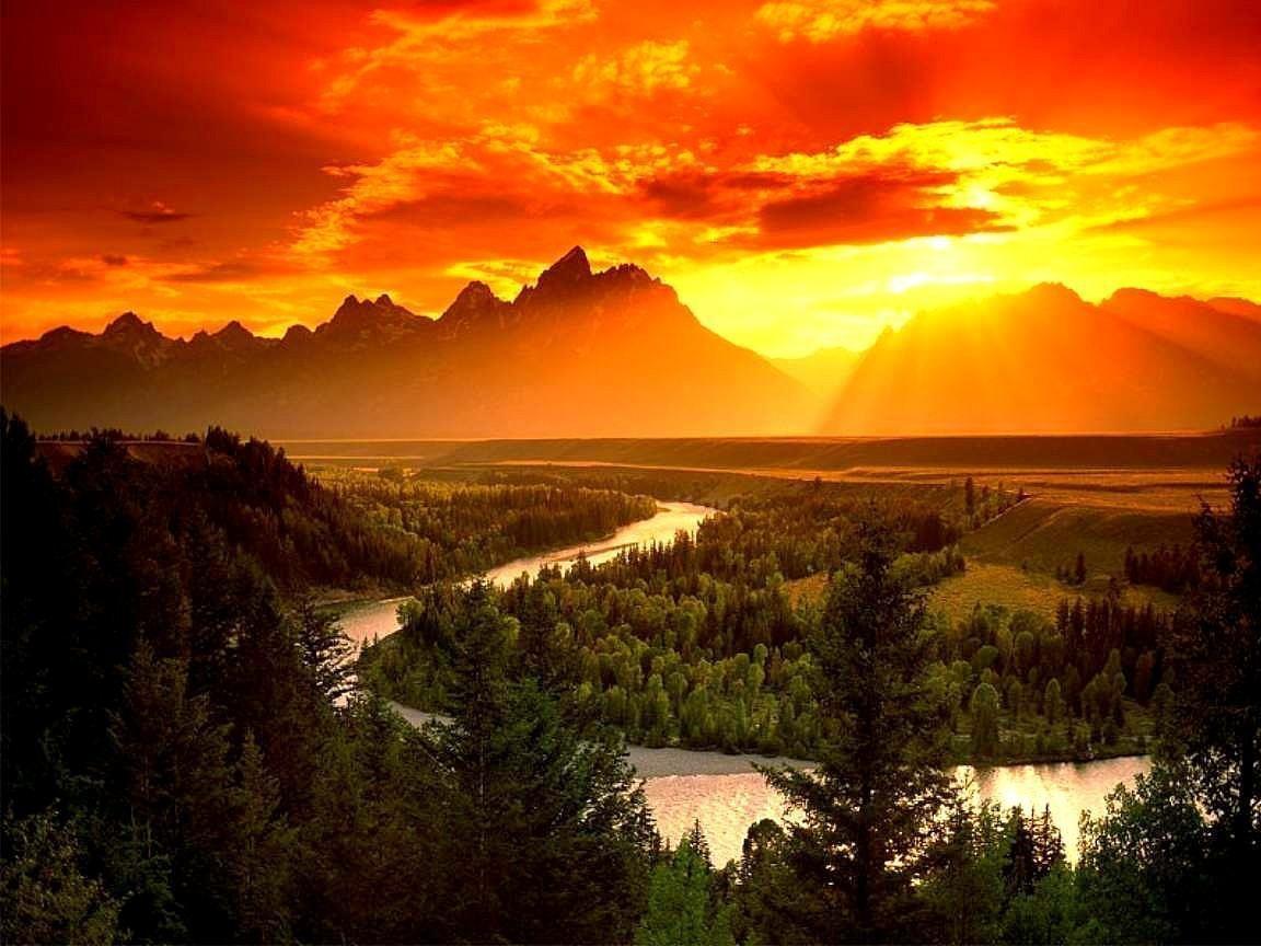 Coucher de soleil sur la montagne - Photo coucher de soleil montagne ...